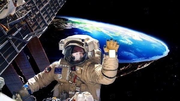 Astronaut wallpaper HD1 1